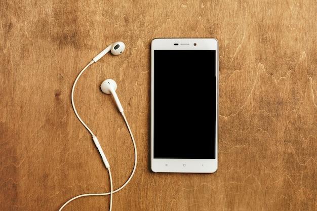 Słuchawki douszne ze smartfonem