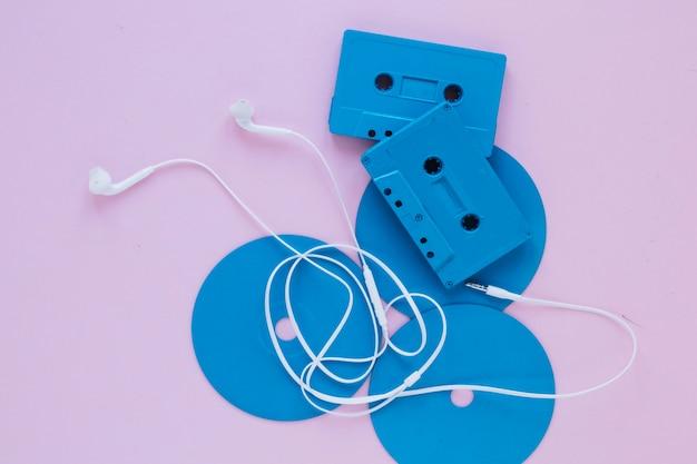Słuchawki i kasety na dyskach