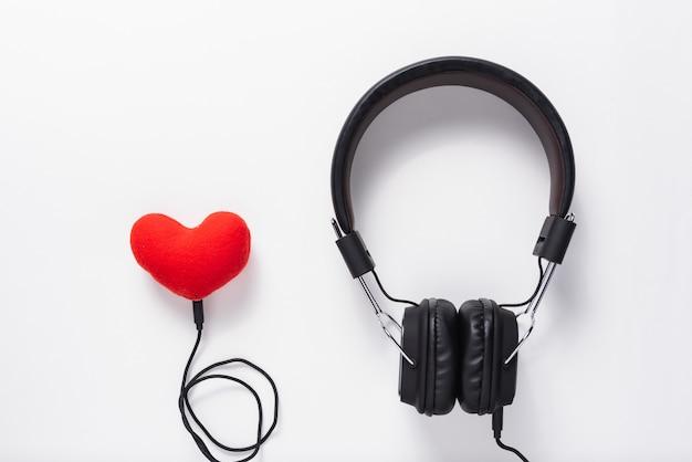 Słuchawki i telefon komórkowy, koncepcja muzyki