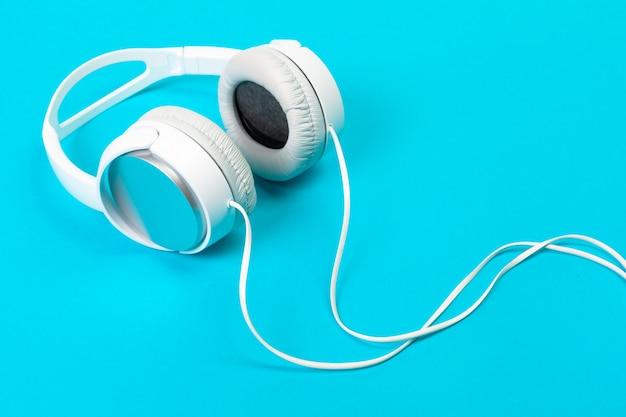 Słuchawki na niebiesko