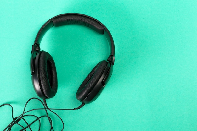 Słuchawki na zielono