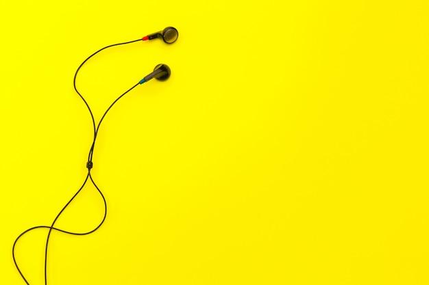 Słuchawki na żółto