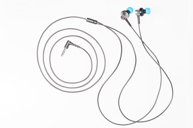 Słuchawki próżniowe izolować na białym tle