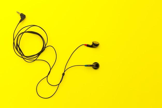 Słuchawki w kolorze.