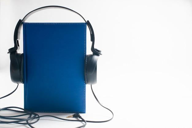 Słuchawki z książkami