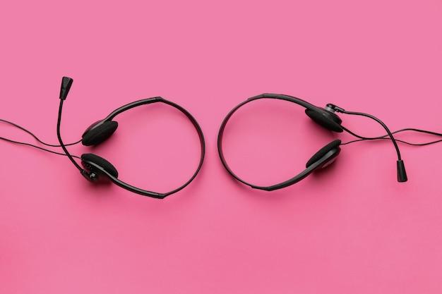 Słuchawki z mikrofonem w przestrzeni kolorów