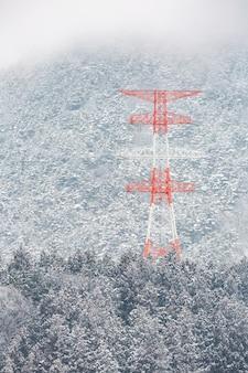Słup elektryczny zimowy krajobraz