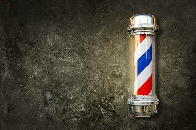 Słup fryzjerski. słup dla zakładów fryzjerskich na tle z teksturą z miejsca na kopię.