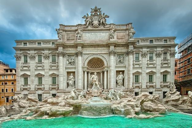 Słynna fontanna di trevi, rzym, włochy.