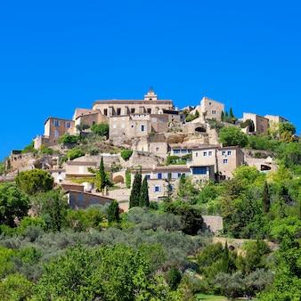 Słynna średniowieczna wioska gordes w południowej francji
