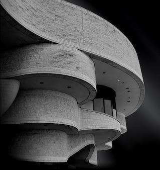 Słynne kanadyjskie muzeum historyczne dotykające magicznego nocnego nieba w gatineau w kanadzie