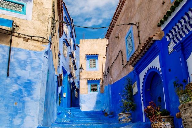 Słynne niebieskie miasto chefchaouen.