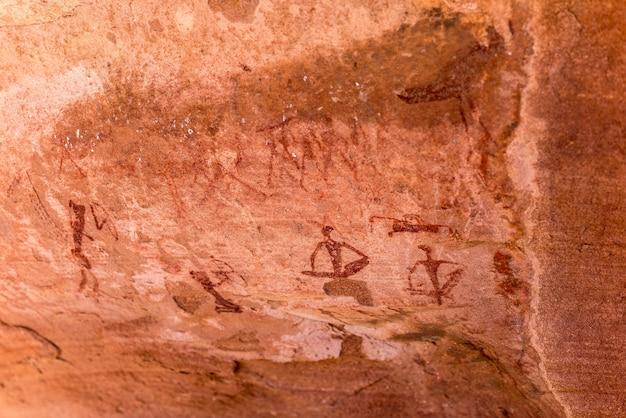 Słynne prehistoryczne ryciny skalne w twyfelfontein, namibia, afryka.