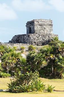 Słynne ruiny archeologiczne w tulum w meksyku