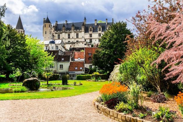 Słynne zamki królewskiej rezydencji loches w dolinie loary