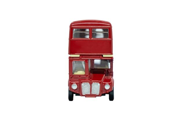 Słynny czerwony tradycyjny autobus w londynie samodzielnie nad białym