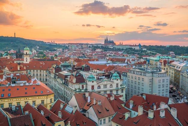 Słynny kultowy obraz panoramy pragi w czechach