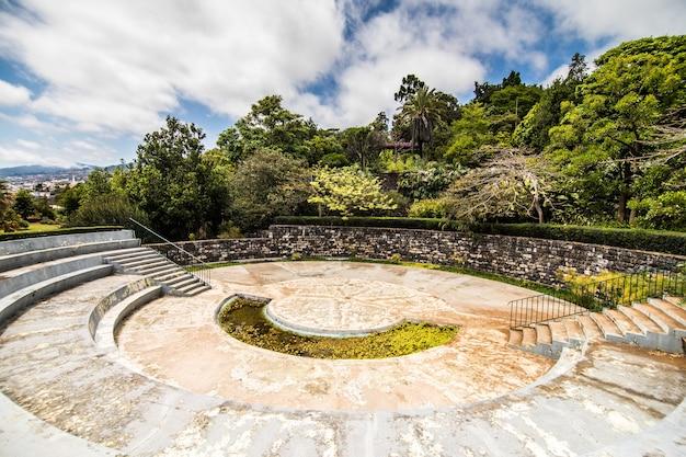 Słynny ogród botaniczny w funchal na maderze w portugalii
