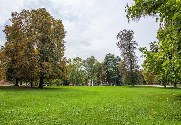 Słynny park sempione w mediolanie
