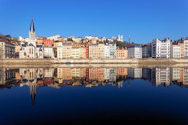 Słynny widok na lyon i rzekę saone we francji
