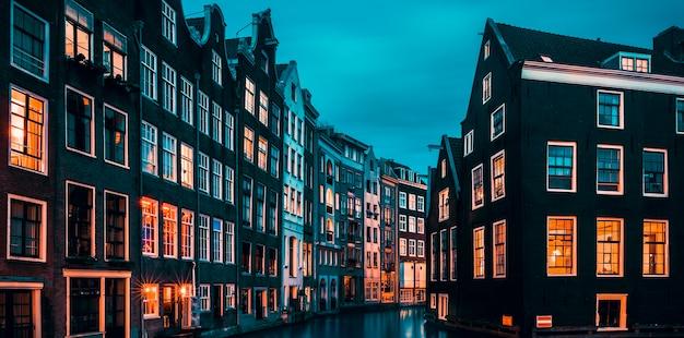 Słynny widok w amsterdamie w holandii