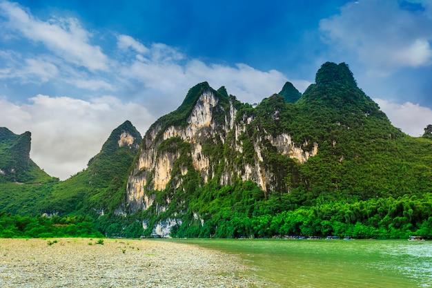 Słynny wzgórzu chińskich malowniczych lijiang refleksji