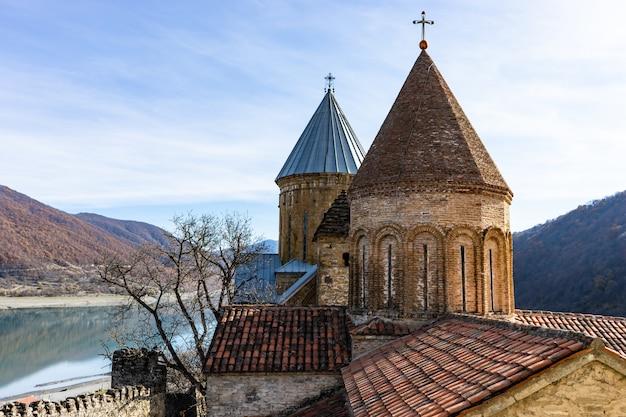 Słynny zamek ananuri w gruzji