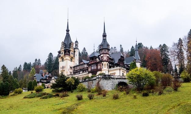 Słynny zamek peles w rumunii