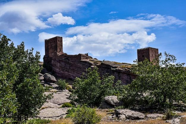 Słynny zamek zafra w guadalajara w hiszpanii