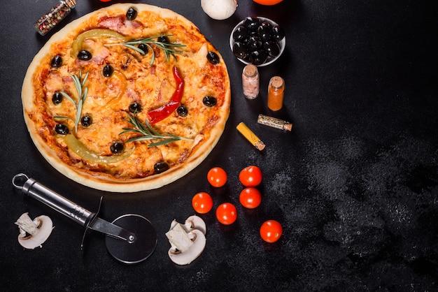 Smaczna gorąca pizza, tradycyjny włoski przepis