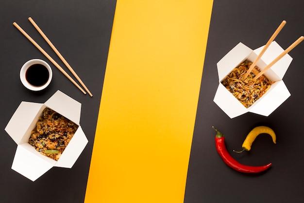 Smaczne chińskie pudełka do fast foodów