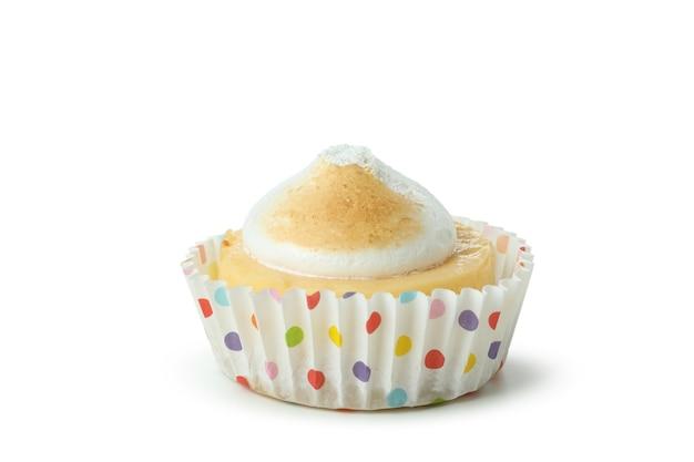 Smaczne ciastko cytrynowe na białym tle