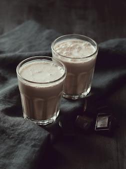 Smaczne czekoladowe koktajle mleczne.