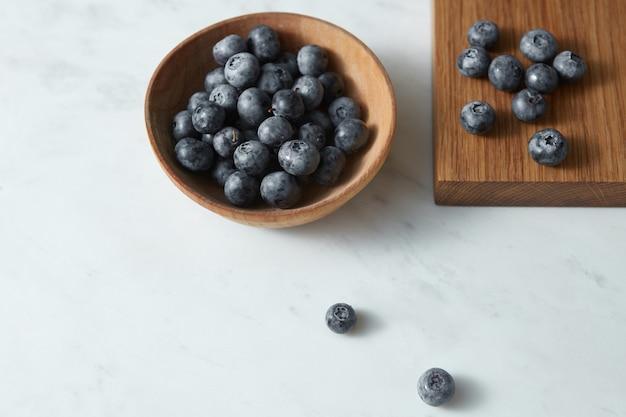 Smaczne owoce lato jako koncepcja czystej diety organicznej