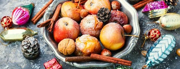 Smaczne pieczone jabłka