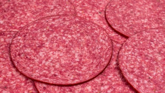 Smaczne salami plastry tło.