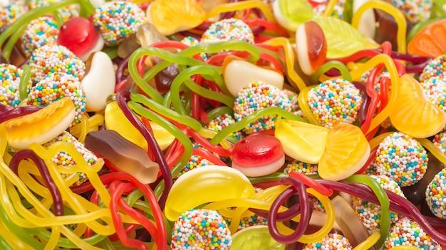 Smaczne słodycze z galaretką. widok z góry.