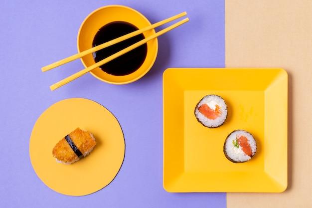 Smaczne sushi podawane z soją