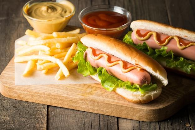 Smaczny grillowany hot dog