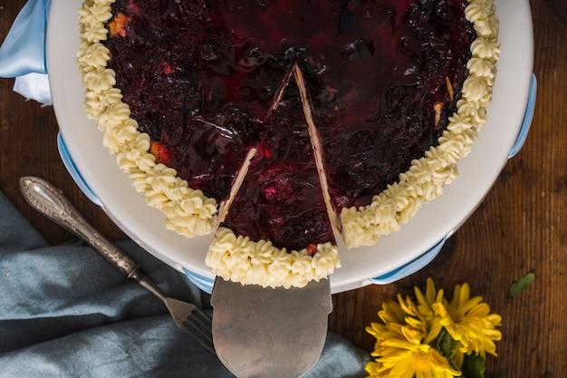Smaczny kawałek ciasta leżał płasko