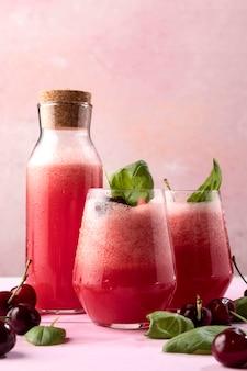 Smaczny napój detoksykujący z miętą