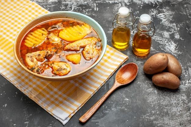 Smaczny rosół z ziemniakami
