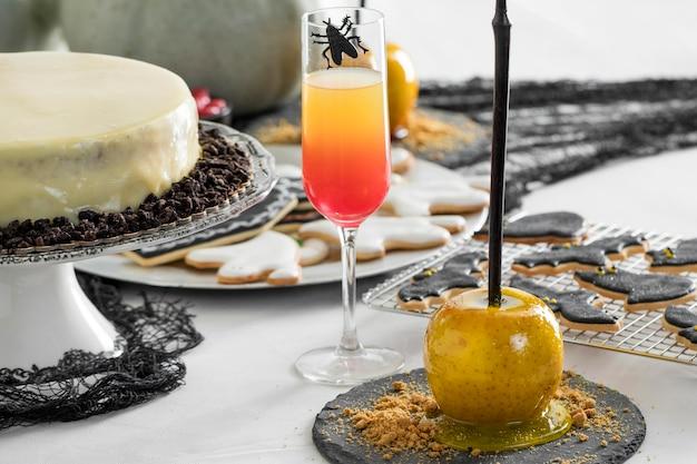 Smakołyki na przyjęcie i dekoracje na halloween