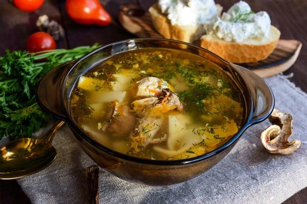 Smakowa zupa z suszonych borowików