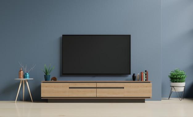 Smart tv na ciemnoniebieskiej ścianie w salonie, minimalistyczny design.