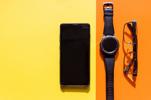 Smartfon, okulary i inteligentny zegarek