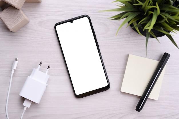 Smartfon telefonu komórkowego z białym ekranem do tekstu