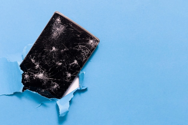 Smartphone naprawa na błękitnym tle