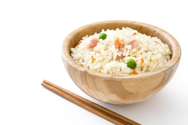 Smażący chiński ryż z warzywami odizolowywającymi