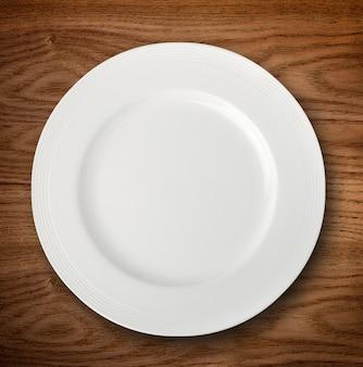 Smażący chiński tradycyjny sajgon jedzenie odizolowywający na bielu